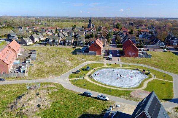 Faciliteiten Eekhof voor ijsbaan en dorpspomp