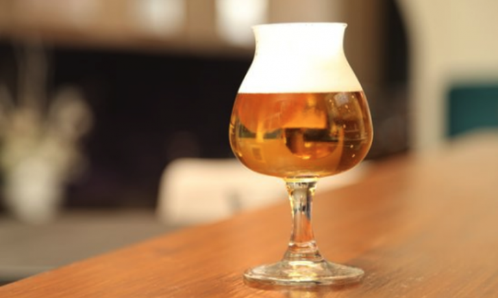 Biests biertje – Witten Hûib